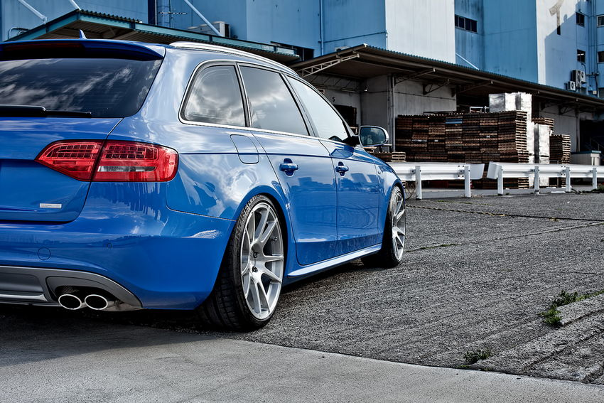So&#8217;s Sprint Blue B8 Audi S4 Avant in Tokyo