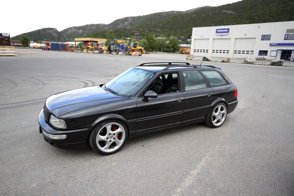 Black Audi RS2